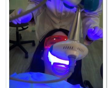 【冷光牙齒美白推薦】台北牙醫診所的牙齒冷光美白親身經驗超推薦,我的牙齒變得好白淨唷,醫師超專業又好貼心~~發光發光